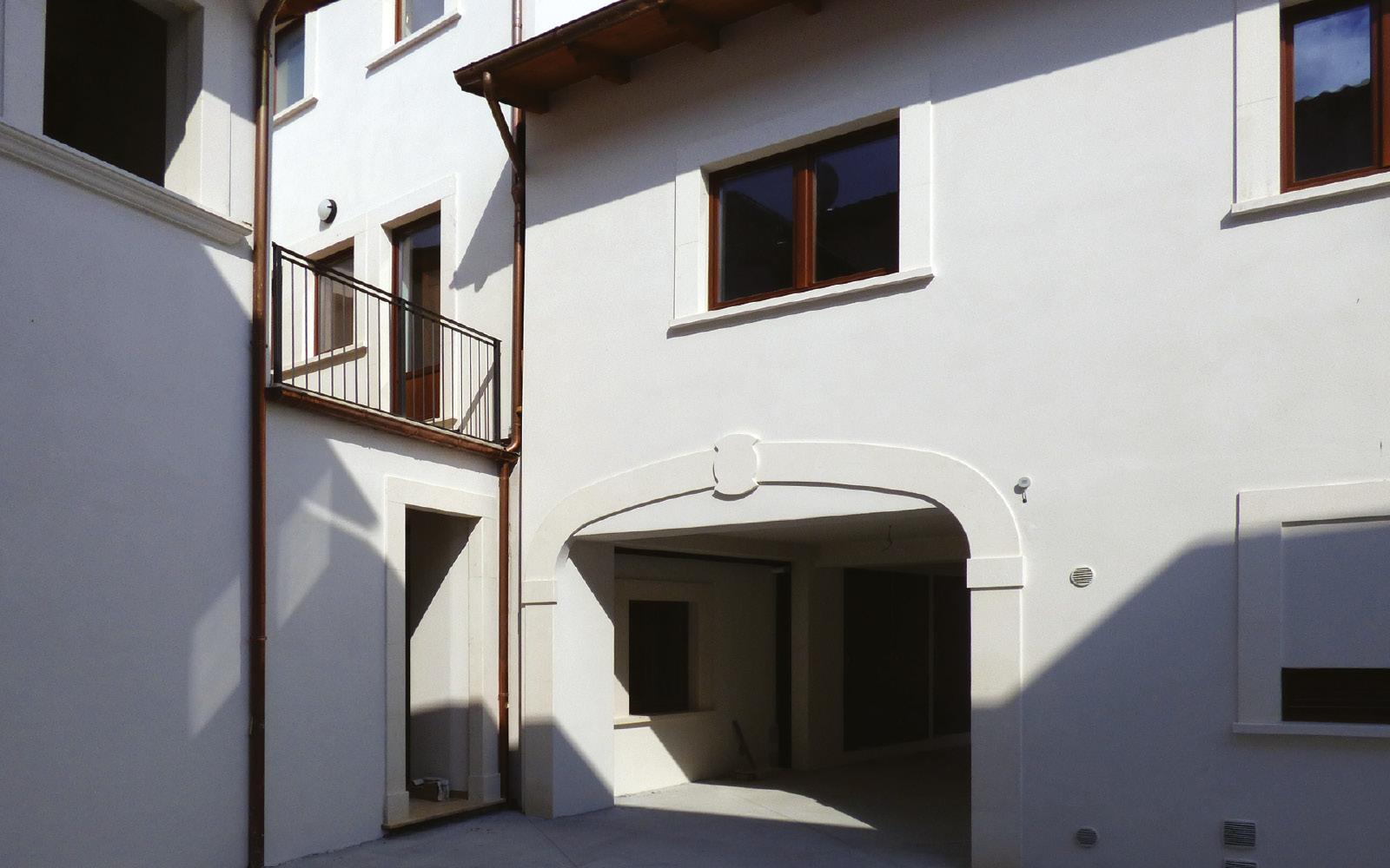 mc115-aggregato-edilizio-ciancone-onna-corte-interna1