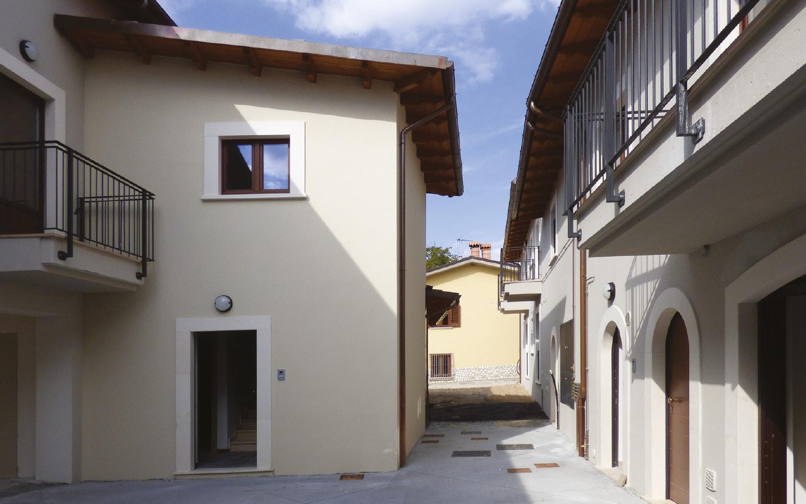 mc115-aggregato-edilizio-ciancone-onna-via-interna1